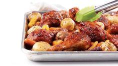Préchauffer le four à 190 °C (375 °F). Dans un grand bol, mélanger les pilons et la sauce. Bien les enrober. Les étendre sur une plaque à rôtir...