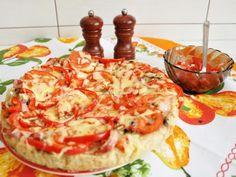 Pizza rustică cu ciuperci, roșii, ardei, ceapă, kaizer și cașcaval. Se servește cu sos de roșii tăiate cubulețe, usturoi, busuioc și ulei de măsline. - Rețetă Felul principal : Pizza rustică de Floric1978