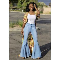 Fabulous | Flare Jeans Flare Jeans Outfit, Jeans Outfit Summer, Curvy Outfits, Chic Outfits, Fashion Outfits, Bell Bottom Pants, Bell Bottoms, Curvy Girl Fashion, Boho Fashion