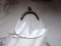 Purse or evening bag Fabric Purses, Fabric Bags, Diy Purse, Clutch Purse, Coin Purse Tutorial, Diy Sac, Frame Purse, Embroidery Bags, Purse Patterns