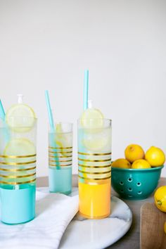 Celebrate the last days of summer with this super simple recipe for Gin & Tonics with citrus ice! Get the full recipe for this classic cocktail on Jojotastic.com