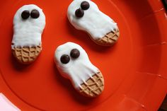 Easiest Halloween cookie recipe! Nutter Butter ghosts.
