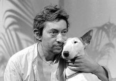 Serge et Nana Serge Gainsbourg, Gainsbourg Birkin, Photos With Dog, Old Photos, Vintage Photos, Mans Best Friend, Best Friends, English Bull Terriers, Jane Birkin