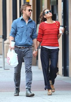 Eva Mendes Photos - Couple Ryan Gosling and Eva Mendes hold hands after grabbing lunch in New York City, New York on May - Ryan Gosling And Eva Mendes Holding Hands After Lunch Ryan And Eva, Eva Mendes And Ryan, Ryan Gosling, Hollywood Couples, Valentino, Stylish Couple, Famous Couples, Fashion Couple, Glamour