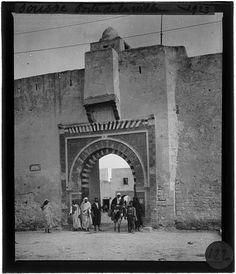 Sousse Porte de ville Passants devant la Porte de la Mer 1923 North Africa, Gate, Dolphins, The Sea, City, History, Portal
