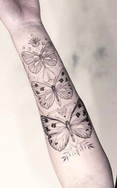 decided to post it upside down, but right side up 🙃 thank you 🙏 had such a great time! Red Tattoos, Line Tattoos, Tatoos, Traditional Butterfly Tattoo, Phoenix Back Tattoo, Black Line Tattoo, Tatuagem New School, Tattoo Feminina, Cool Tats