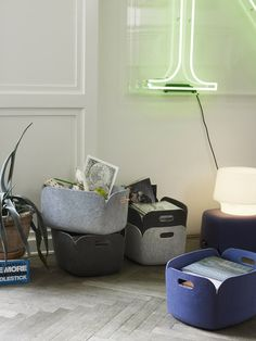 Tidy up with this stylish storage basket from Danish design brand Muuto. These baskets can be used for storing newspapers, toys, blankets or other personal belongings. Restore storage baskets are made Home Design Diy, Design Shop, Cadeau Design, Muuto, Home Decoracion, Pet Bottle, Danish Design, Storage Baskets, Scandinavian Design