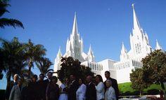 15 Family Outside Temple.jpg - http://www.everythingmormon.com/15-family-outside-temple-jpg/  #mormonproducts #LDS #mormonlife