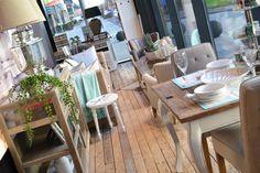 Spring, we are ready for you! Het stylingteam van Rivièra Maison heeft een heerlijk lente sfeertje gecreëerd in onze winkel. Laat u inspireren en breng het vakantiegevoel in huis met deze prachtige items bij LodgeLife! Wanneer komt u een kijkje nemen?