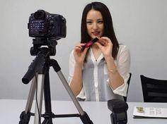 動画投稿サイト「YouTube(ユーチューブ)」で活躍する映像クリエーターが、日増しに消費者に対する影響力を強めている。商品紹介あり、ダンスあり、英語講座あり――。一般人ながらテレビとはひと味もふた