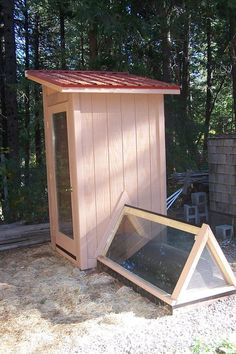 Build A Solar Dehydrator For All Of Your Garden Bounty DIY Project Dehydrating Homesteading - The Homestead Survival . Homestead Survival, Survival List, Survival Prepping, Diy Solar, Solar Led, Design 3d, Building A Shed, Preserving Food, Alternative Energy