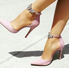 Pretty Shoes, Cute Shoes, Beautiful Shoes, Pretty Sandals, Beautiful Pictures, Trend Fashion, Fashion Shoes, Fashion Fashion, Fashion Dresses