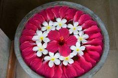 Super Wedding Decoracion Simple Floral Arrangements Ideas Rangoli Designs Flower, Colorful Rangoli Designs, Rangoli Ideas, Rangoli Designs Diwali, Flower Rangoli, Beautiful Rangoli Designs, Flower Garlands, Flower Designs, Housewarming Decorations