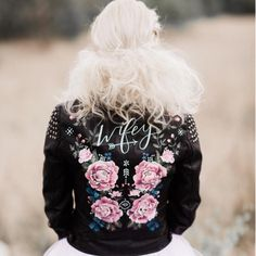 Your Hen a Rock'n'Roll Bride? How HOTT is this leather biker jacket?!? Rock On Babe!#wolfandrosie