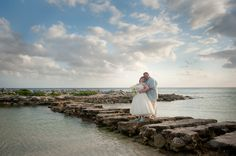 I had a great time photographing this super fun couple in their small wedding in Catalonia Yucatan Beach Resort. A bit cloudy that day, but I managed to make this photo for them | Cancun wedding photography, beach wedding, Mexico destination wedding
