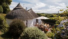 Set between the yachting havens of Kingsbridge and Salcombe, Dusky Cottage sits on a country lane leading down to Hope Cove. Push open the sky-blue gate and you'll be smitten; this luxury thatched cottage is sure to capture the hearts of all the family. Lulworth Cove, Luxury Holiday Cottages, Secret Hideaway, Irish Cottage, English Countryside, Cool Landscapes, Country Style, House Styles, Hearts