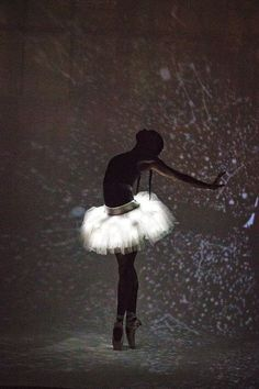 Image discovered by RomaYsSa. Find images and videos about dance, ballet and light on We Heart It - the app to get lost in what you love.