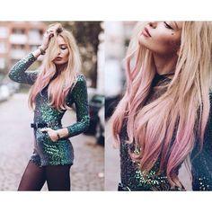 Schöne Blonde Haar mit rosa Touch