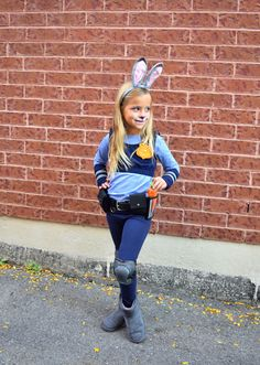 DIY Judy Hopps Costume from Zootopia - for Halloween or Cosplay Diy Girls Costumes, Disney Costumes For Kids, Book Day Costumes, Book Week Costume, Halloween Costumes For Girls, Disney Outfits, Halloween Kids, Costume Ideas, Judy Hops Costume