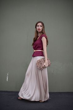 Pleated maxi skirt, leopard print clutch // great evening look