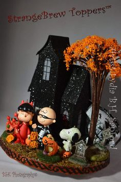 Charlie Brown Halloween, Snoopy Halloween, Halloween Village, Halloween Trees, Diy Halloween Decorations, Halloween House, Holidays Halloween, Vintage Halloween, Halloween Crafts