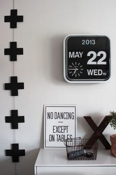 Wall clock Mini Flip white casing , black dial 24,5 x 24,5 x 10cm, Excl. 5AA batt. #karlssonclocks #presenttimebv