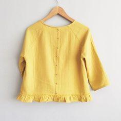 Et sinon hier au CSF je portais une nouvelle petite blouse Stokholm revisitée et pleine de peps dans cette merveille de double gaze lavée✨ #atelierscammit #franceduvalstalla #doublegaze #stokholmpattern #blousestockholm #coussindusinge #patternhacking #couturemoderne #sewingpattern #couture #patroncouture