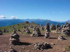 Stoanernde Mandln. Die Steinernen Männer. Men made from stoan. Tschögglberg, Meran, Italien (BZ) #Südtirol #Meran #Tschögglberg