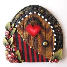 sandylandya@outlook.es Queen of Hearts Fairy Door Pixie Portal by Claybykim on Etsy, $23.00