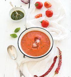 Gazpacho to apetyczna, niskokaloryczna zupa, którą przygotujesz w zaledwie 5 minut! Ten przepis podkręci Twój metabolizm!