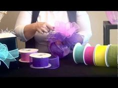 Nashville Wraps - tutorial to make mini mesh-ribbon bows Deco Mesh Crafts, Wreath Crafts, Ribbon Crafts, Deco Mesh Wreaths, Wreath Ideas, Mesh Bows, Mesh Ribbon, Ribbon Bows, Ribbons