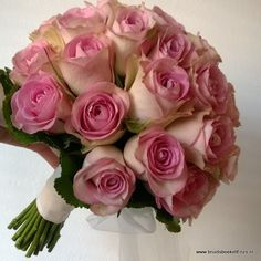 bruidsboeket biedermeier roze rozen lowbudget