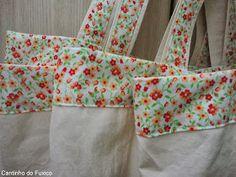 Cantinho do Fuxico: Ecobags para supermercado! Apron, Fabric, Ideas, Fashion, Cotton Tote Bags, Crochet Beach Bags, Beach Bags, Hand Stitching, Tiffany Sunglasses