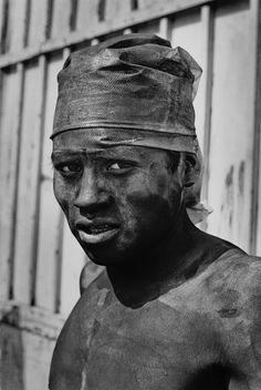 Rodrigo Moya, Obrero con turbante, de la secuencia Negromex, Naucalpan, Estado de México 1967