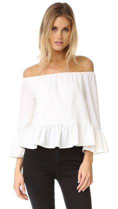 ¡Cómpralo ya!. English Factory Imitation Pearls Off The Shoulder Blouse - White. This ENGLISH FACTORY off shoulder top is detailed with delicate pleats and imitation pearl beads. Gathered elastic neckline. Long sleeves and flared cuffs. Lined. Fabric: Crepe. 100% polyester. Hand wash. Imported, China. Measurements Length: 16.25in / 41cm, from center back Measurements from size S. Available sizes: L , tophombrosdescubiertos, sinhombros, offshoulders, offtheshoulder, coldshoulder…