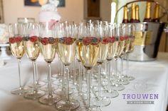 Eens een ander welkomstdrankje of feestelijke proost! Wat dacht u van een Spring Cocktail! Vers rood fruit in heerlijke Franse champagne geserveerd in klassieke flute. Trouwen in Eigen Tuin denkt graag met u mee. www.trouwenineigentuin.nl