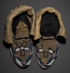 Blackfoot Indian Jewlery and cloth's | Home > Auctions > Catalog > Blackfoot Beaded Hide Moccasins,
