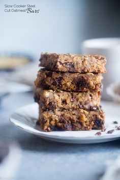 Slow Cooker Steel Cut Oats Energy Bars - These gluten free peanut butter banana energy bars are made in the slow cooker! They're an easy, healthy portable breakfast or snack! Kid friendly too!   Foodfaithfitness.com   @FoodFaithFit