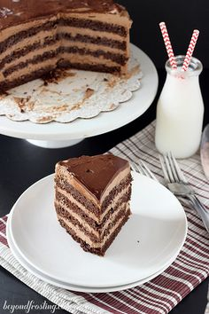 This Hot Chocolate Icebox Cake is so much cooler than the iconic winter beverage. If you love hot chocolate, you'll be obsessed with this easy-to-make cake. Hot Chocolate Cookies, Hot Chocolate Mix, Chocolate Cake Mixes, Chocolate Lovers, Just Desserts, Delicious Desserts, Sweet Desserts, Vegetarian Chocolate Cake, Cake Recipes
