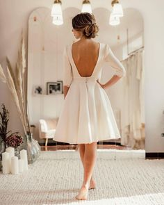 """BECKY DRESS~ Modèle mariage civil . . """"C est dans la simplicité que réside l'élégance ✨✨ La robe parfaite , sans fioritures ni"""