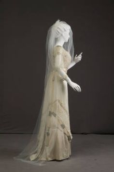 Dress :: Museum Collection Wedding dress, 1911 Chicago History Museum