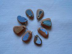 Ciondoli  terracotta di mare 8 charms di terracotta di mare toni grigio e blu scatola regalo gioielleria artigianale anellini di argento 925