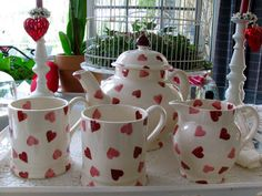 MAY DAYS: Love my Emma Bridgewater Pink Hearts teapot from the UK.