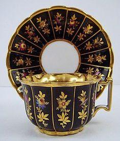 Šálek na kávu * modrý zlacený porcelán s malovanými zlatými květy * Francie r. 1830.