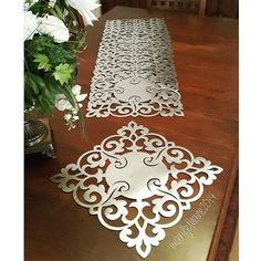 This Pin was discovered by Ser Wedding Columns, Table Runner Tutorial, Stenciled Table, Diy And Crafts, Paper Crafts, Iphone Design, Burlap Table Runners, Lace Stencil, Hand Embroidery Patterns