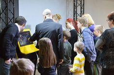 Näyttelyssä voi itse kokeilla monia elokuvien ja tv-ohjelmien teossa käytettäviä tekniikoita, kuten animaatiota, kamera-ajoa sekä green screeniä, jossa taustat ja tapahtumat lisätään kuvaan digitaalisesti. Tiedekeskus Tietomaa, Luuppi, Oulu (Finland)