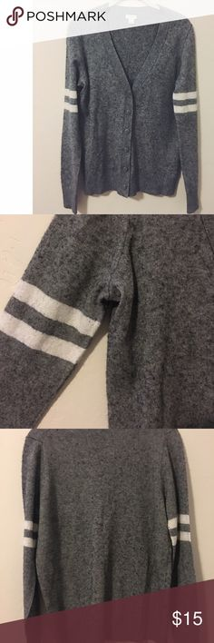 JCrew Grey Women's Cardigan Size L In great condition, hand washed once and never been in the dryer. Size Large and all of the buttons are in tact. Let me know if you have any questions! J. Crew Sweaters Cardigans