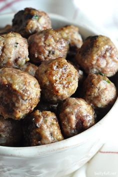 These classic Italian beef meatballs are an easy homemade foolproof recipe that will be your go-to. Makes so you can freeze a bunch and have them on hand for later! Classic Meatball Recipe, Meatball Recipes, Meat Recipes, Appetizer Recipes, Snack Recipes, Cooking Recipes, Recipies, Appetizers, Italian Meatballs