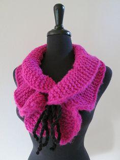 SALE Magenta Dark Pink Color Knitted Scarf por KnitsomeStudio