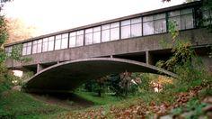 6 edificios que cuentan la historia de Mar del Plata Amancio Williams, Living Place, Urban Planning, Garden Bridge, Exterior Design, Architecture Design, Outdoor Structures, Landscape, Places